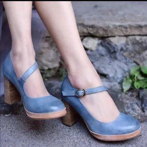 Retro Style Vegan Leather Round Toe Heel Shoes